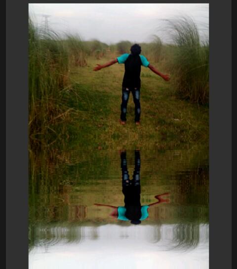১ক্লিকে  আপনার ফটোকে water Reflection করে আপনার বন্ধুকে চমকে দিন।