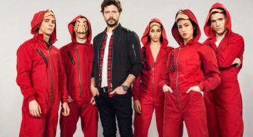 ঐতিহাসিক ব্যাংক ডাকাতি নিয়ে স্প্যানিশ টিভি সিরিজ Money Heist (La Casa de Papel) Season 1+2(All Episode) ডাউনলোড করুন। Netflix English Dubbed with Bangla subtitle. সাথে আমার বাংলা রিভিউ।