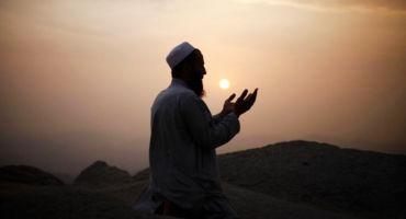 যে আমল করলে আল্লাহ তাআলা আপনাকে সবসময়ই সেই বিপদ মুসিবত থেকে রক্ষা করিবেন । সম্পূর্ণ পড়ুন ।